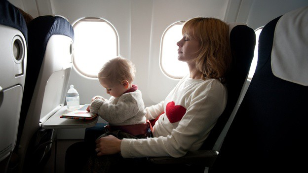 bebe-avion-viajar-con-ninos-vuelo